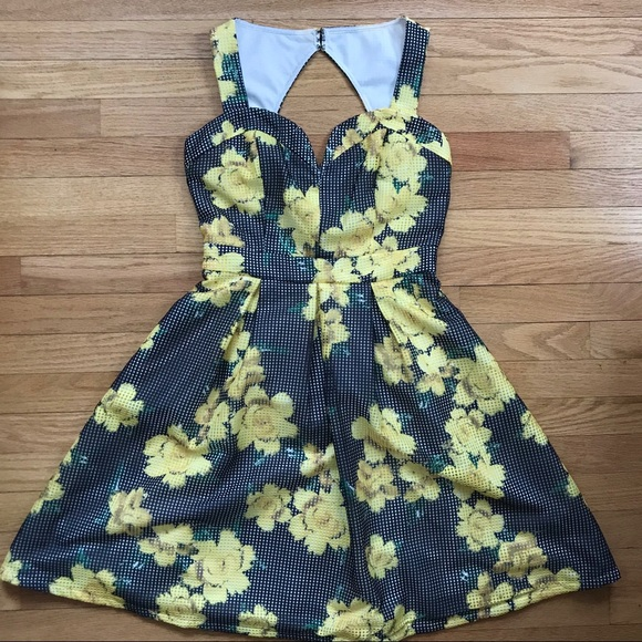 Dresses & Skirts - Doll Me Up Inc. Summer Sweetheart dress size S